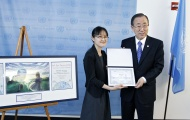 At New York Ceremony, SG Ban Congratulates Young Winners of UN Art for Peace Contest