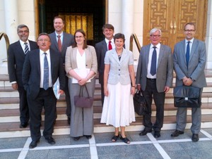 Senior representatives of Finland, the Russian Federation, United Kingdom, United States and United Nations outside the entrance to the League of Arab States Building